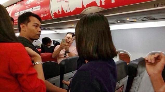 Hostese Uçakta Bunuda Yaptılar ! galerisi resim 1