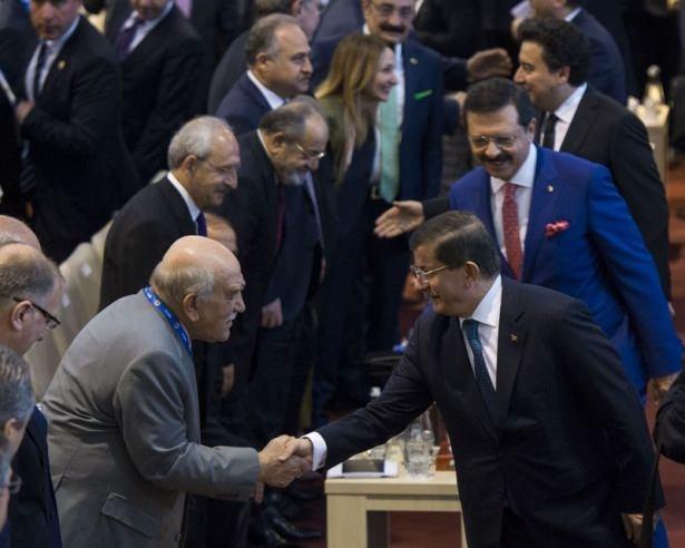 Gerilime Ara: Davutoğlu ve Kılıçdaroğlu Tokalaşıp Öpüştü galerisi resim 1