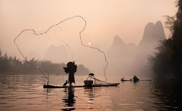 Balık Tutmak İçin Öyle Bir Yöntem Kullanıyorlar ki galerisi resim 1