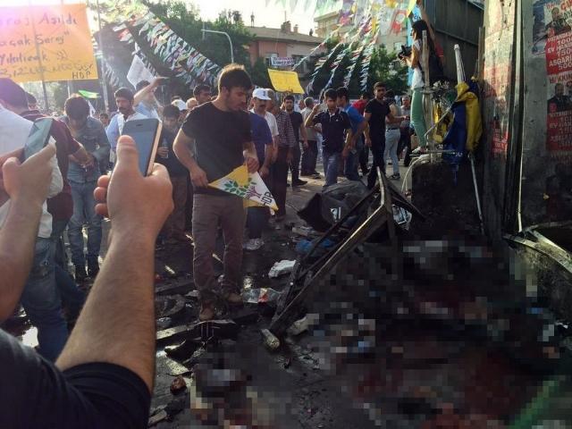 HDP Mitingindeki Patlamanın Şiddeti Fotoğraflara Yansıdı galerisi resim 1