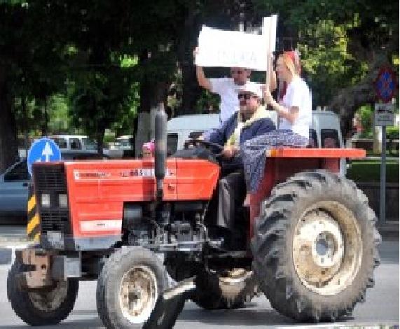 Manisa'da Çiftçiler Traktör Konvoyuyla CHP'ye Oy İstedi galerisi resim 1