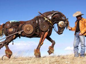 Eski Tarım Araçlarının Hurdasıyla Yapılan Heykeller