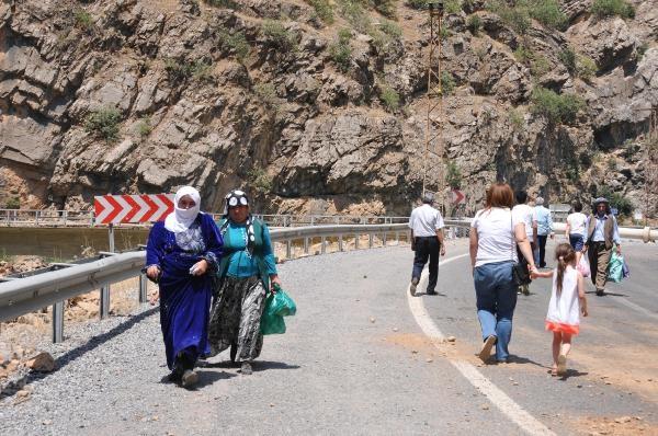 PKK Karayolunu Kapattı! galerisi resim 1