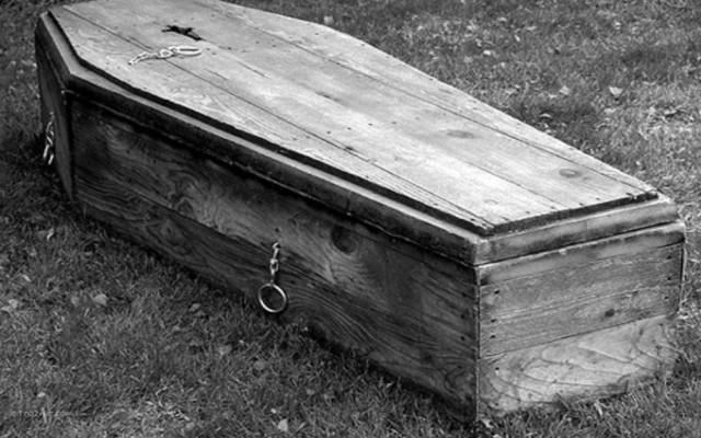 Öldü Denilen Kadın Cenazesinde Canlandı! galerisi resim 1