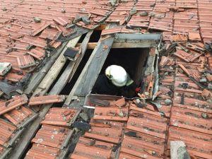 Çatıya Yıldırım Düştü!