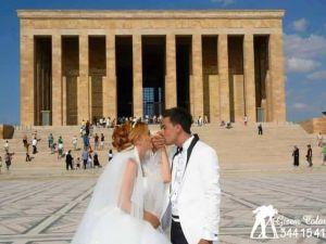 Düğününü Anıtkabirde Fotoğraflandıran Çift