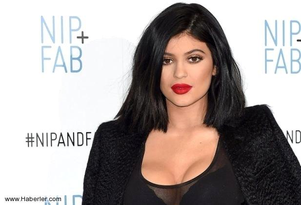 Kylie Jenner, Sosyal Medyaya Veda Edecek galerisi resim 1