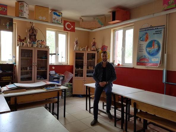 Köy Okulunda Sık Sık Elektrik Kesilince Mahmut Öğretmen Bakın Ne Yaptı! galerisi resim 1