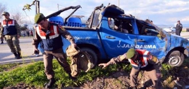 Askeri Kamyonet Devrildi 5 Yaralı