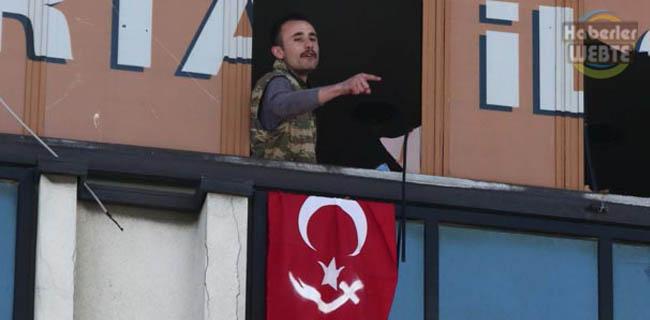 AKP Binasına Silahlı Kişilerin Girdiği Bildirildi
