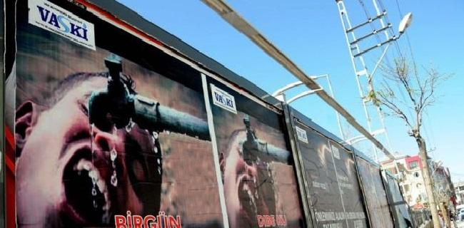 Van'daki Afişlerin Devamı Asıldı