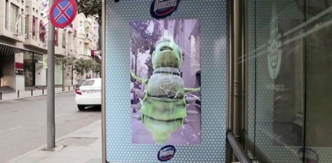 Domestos'dan Otobüs Durağında Gerçekçi Reklam