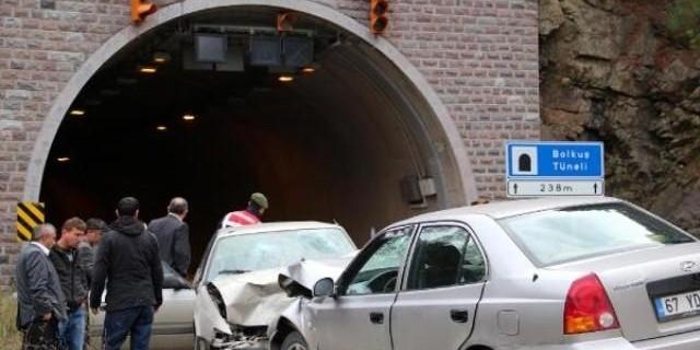 """Karabük'te Talihsiz Kaza """" İki Otomobil Kafa Kafaya Çarpıştı"""""""