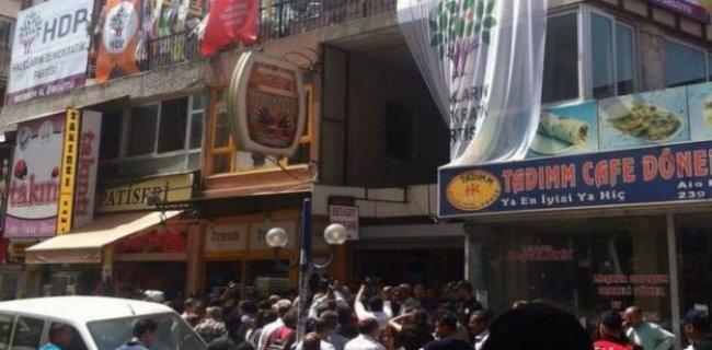 Adana ve Mersin'de HDP Binalarında Patlama