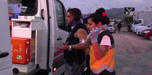 Ünlü Şarkıcı Trafik Kazasında Yaralandı