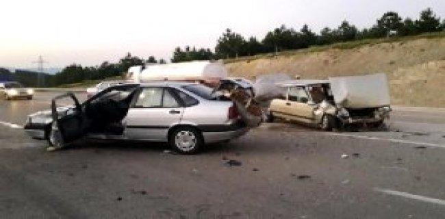 Kastamonu'da İki Araç Çarpıştı, 8 Kişi Yaralandı