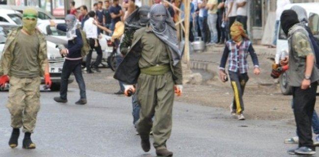 PKK, Diyarbakır-Bingöl Karayolunu Kapattı