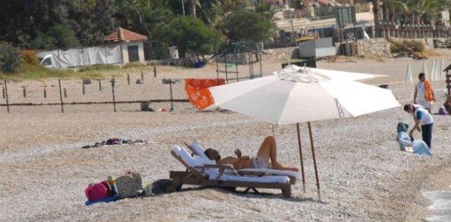 Rus Milyarder 30 Liraya Halk Plajında Yüzüp Güneşlendi