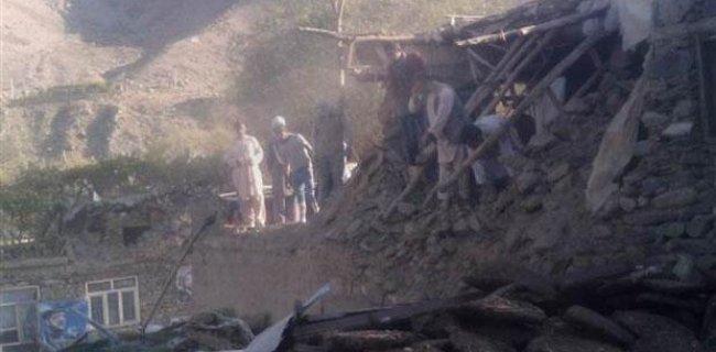 Afganistan'daki 7.5'lik Deprem En Az 200 Can Aldı
