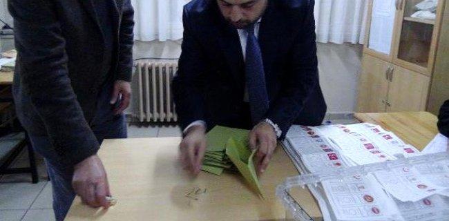 Rize'de Oy Zarfından Ot Çıktı