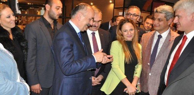 Genç Kadın, Bakan Müezzinoğlu'nun İş Teklifini Reddetti