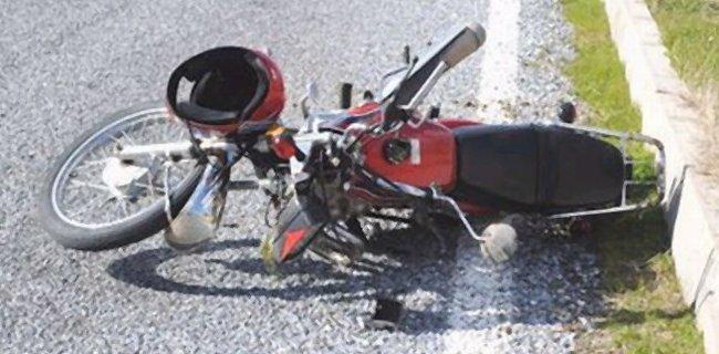 TIR Dorsesine Çarpan Motosikletli Öldü