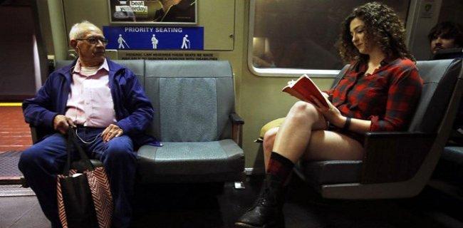 Metroda Yolcuları Şaşkına Uğratan Eylem