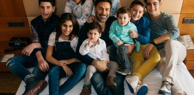 İzzet Yıldızhan 8 Çocuğu İle İlk Kez Poz Verdi!