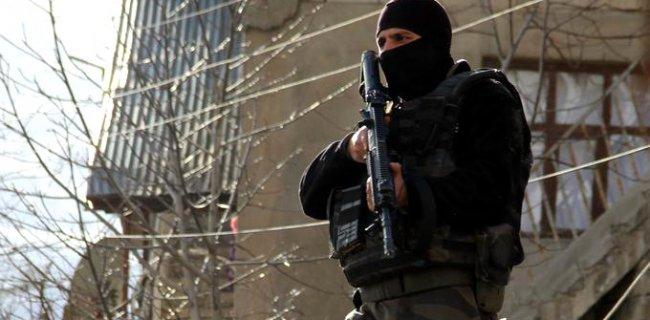 İzmir'de Kız Öğrenci Yurduna Terör Operasyonu