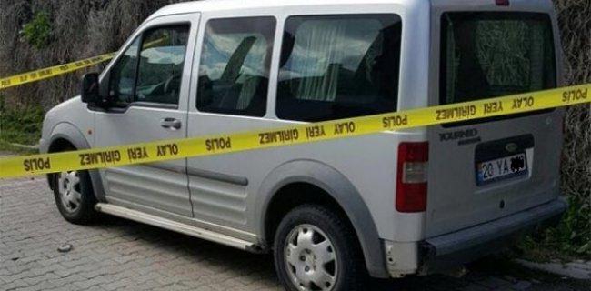 İzmir'de Araç İçerisinde İki Ceset Bulundu
