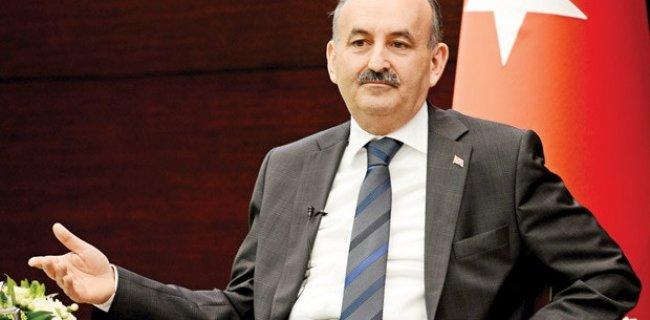 AKP'li Vekil 'Mustafa Kemal'in Askerleriyiz' Susturup Bu Sloganı Attırdı