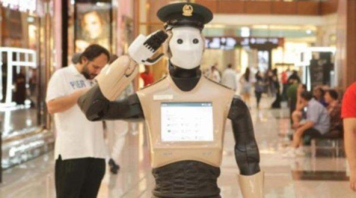 Dubai'de İlk Robot Polis Göreve Başlıyor