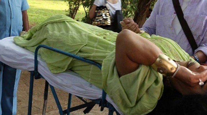 Bülent Ersoy'u Hindistan'da Yılan Soktu