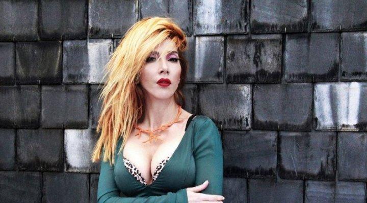 Hande Yener'den İngilizce single