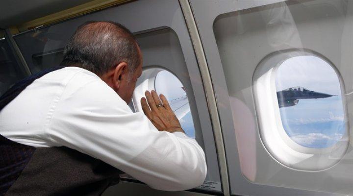 Erdoğan'ı Selamlayan Pilotun Kim Olduğu Ortaya Çıktı