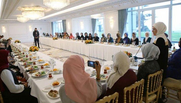 50 kişinin katıldığı Genç Müslüman Kadınlar için Liderlik Programı'na 1 milyon lira harcandı