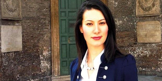 Siyasetçi Genç Kadından Taciz İtirafı! Özgecan Gibi..