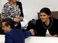 Bakan Çelik, Öcalan'ın Yeğeninin Yüzüne Bakmadı