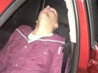 Takside Uyuyan Yolcu Bir Türlü Kalkmayınca Herkese Rezil Oldu