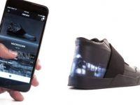 Dünyanın İlk Özelleştirilebilir Ekrana Sahip Akıllı Ayakkabısı