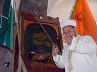 Cuma Namazında Kılıçla Hutbe Okudu