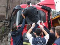 Karabük'te Tır ve Minibüsün Karıştığı Trafik Kazasında 5 Kişi Yaralandı