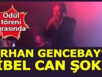 Orhan Gencebay ödül töreninde sahnede dondu kaldı