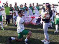 Köyler turnuvası futbol maçında evlenme teklifi