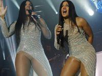 51'lik ikonik şarkıcı konser kıyafeti ile beğeni topladı