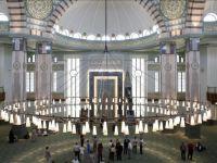 Türkiye'de sadece Beştepe Millet Camisi'nde kılınacak cuma namazına Diyanet'in belirlediği kişiler katılacak