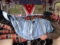 Salgın nedeniyle eve gitmeyen Trabzonlunun keyfi yerinde: Kadın dırdırından kurtuluyoruz