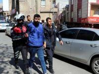 Yasağa uymayıp ceza yazan polislere saldıran 2 kişi gözaltında