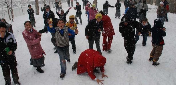 istanbulda_okullar_tatil_edildi13560158820_h967336.jpg