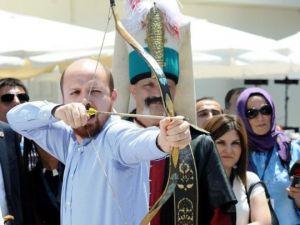 """Bilal Erdoğan """"Ya HAK"""" Dedi Ok Attı"""